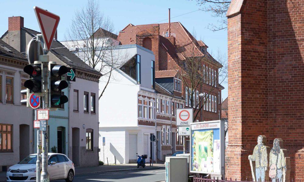 Skulpturale Aufstockung und Altbausanierung in Bremen. Expressive Architektur in der Neustadt